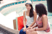 Friends at shopping center — Stock Photo