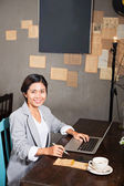 Businesswoman in the cafe — Stockfoto