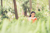 Young lady reading — Stock Photo