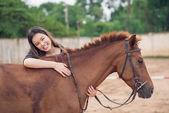 Happy girl embracing horse — Stock fotografie