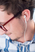 Man listening to the music — Stock Photo