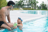 Couple talking after swimming — Foto Stock