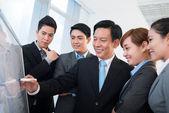 Podnikatel prezentaci nové strategii — Stock fotografie