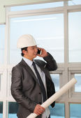 Portrait architect talking on the phone — Stock Photo
