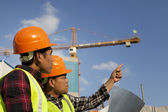 Construction worker discussion on location site — Stock Photo