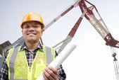 Shipping engineer with large crane — ストック写真