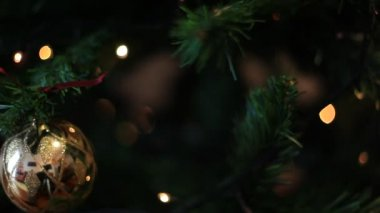 Intermittent and discontiuous lights effects, Christmas time — Stock Video