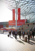 People arriving at Salone del Mobile — Stock Photo