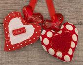 Tekstil kırmızı kalpler — Stok fotoğraf