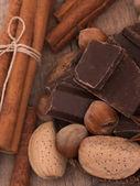 Chocolate con nueces — Foto de Stock