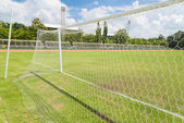 サッカー ゴール サッカー フィールドの草で純 — ストック写真