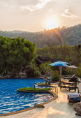 Odkryty basen w zachód słońca — Zdjęcie stockowe