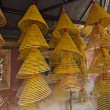 Spiral Chinese prayer joss-sticks in A-ma temple, Macau. — Foto de Stock