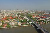 Paesaggio urbano di bangkok moderno edificio lato fiume, thailandia — Foto Stock