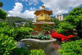 Arch Bridge and Pavilion in Nan Lian Garden, Hong Kong. — Stock Photo