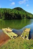 Bamboo raft on Pang Ung reservoir lake, Mae Hong son, Thaialand. — Stock Photo