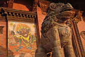 Sculture presso la piazza durbar, il centro di patan, nepal — Foto Stock