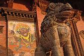 Sochy na náměstí durbar, centrum pátan, nepál — Stock fotografie