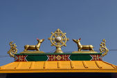 Golden brahma symbol on reef top of buddhis temple around Boudha — Stock Photo