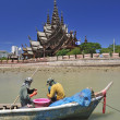Local fisherman with tradition boat at Sanctuary of Truth in Pat — Stock Photo