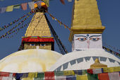 Boudhanath Stupa. Golden spire and all seeing Buddha eyes on top — Стоковое фото