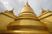 Golden Pagoda in Wat pra kaew Grand palace bangkok, Thailand. — Stock Photo