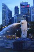SINGAPORE-Apr 30:Th e Merlion fountain Apr 30, 2012 in Singapore — Stock Photo