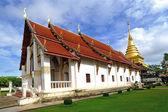Golden Pagoda and blue sky, Wat Phra Thad Chang Kham, Nan Thaila — Stock Photo