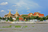 Choapraya river and grand palace bangkok Thailand — Stok fotoğraf