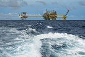 SONGKLA - JUNE 10: offshore rig in gulf of Thailand from Songkra — Stock Photo