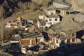 Small Tibetan village hidden in Himalaya mountains near Lamayuru — Stock Photo