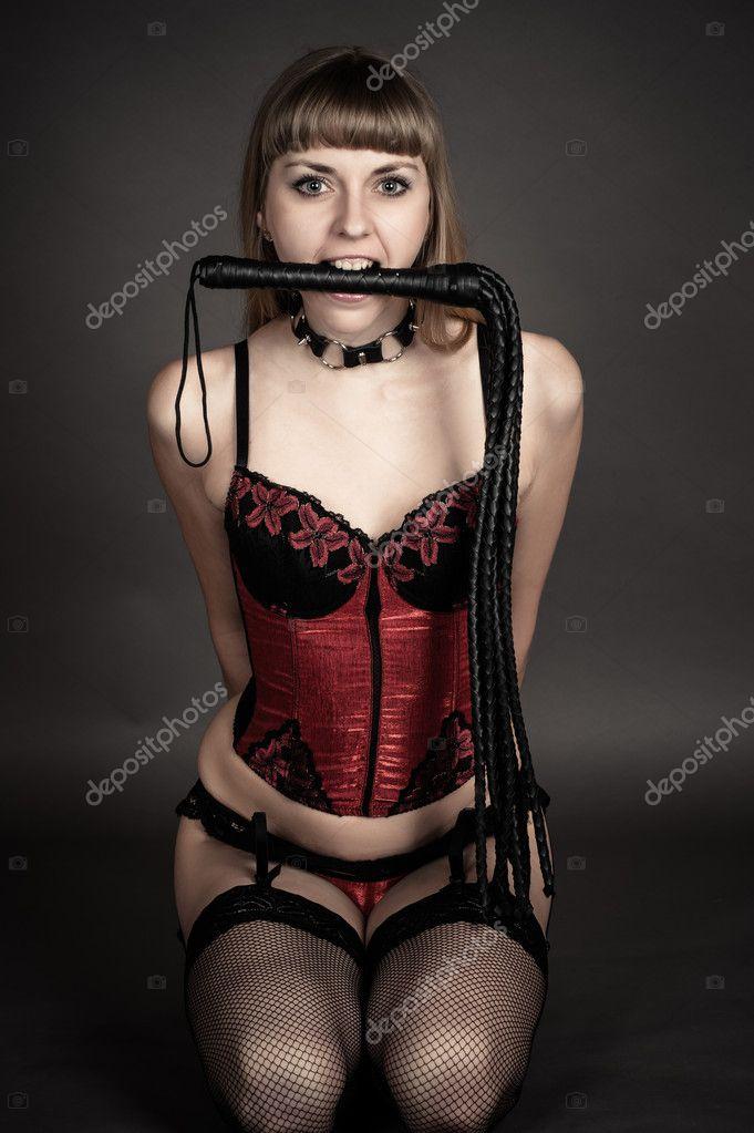 фото пьяная девушка с плеткой