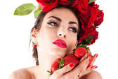 Beautiful fashion model with red roses hairstyle — ストック写真