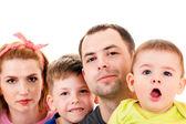 2 人の子供を持つ若い家族 — ストック写真