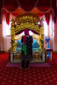 A Woman Sikh pilgrims stand praying in room at Gurdwara Siri Guru Singh Sabha. — Stock Photo