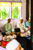 Unidentified Musim senior men pray for Allah for ceremony in Graduation of the Quran. — Stock Photo