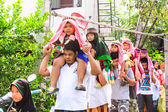 Parents of children parade to the ceremony circumcision is among the rites of Islam. — Stock Photo