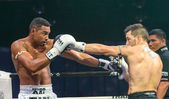 Abraham Roqueni of Spain and Expedito Valin of France in Thai Fight 2013. — Stock Photo