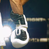 Hand of referee hold on hand Seyedisa Alamdarnrzam of Iran in Thai Fight 2013. — Stock Photo