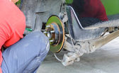 Auto Mechanic Changing on a Car's Disc Brakes. — Foto de Stock