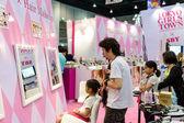 BANGKOK - MAY 10 : Hair Makeup Zone on Tokyo Girls Town by Tokyo — Zdjęcie stockowe