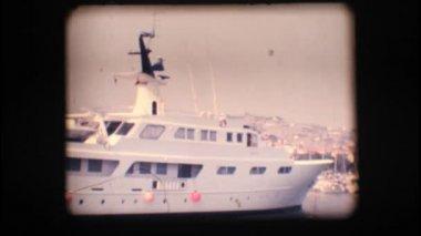 Vintage mm 8. amarré l'yacht — Vidéo
