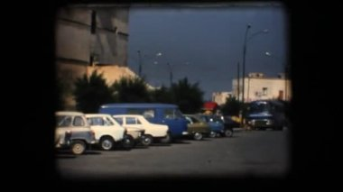 Vintage 8mm. View of downtown plaza — Stock Video