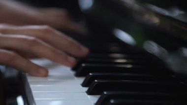 Hands playing piano — Stock Video