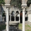 Cloister of 12th century church — Stockfoto