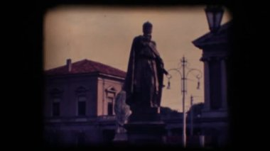 Vintage 8mm. Statues in Padova, Italy — Stock Video