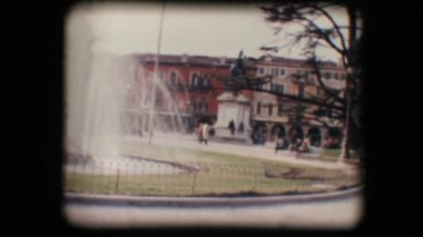Vintage 8mm. Park and fountain — Stock Video
