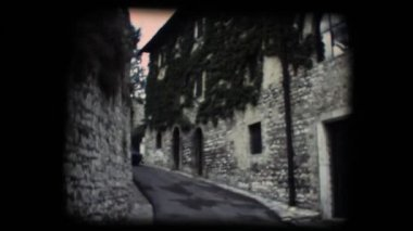 Vintage 8mm. Little street in Assisi — Stock Video