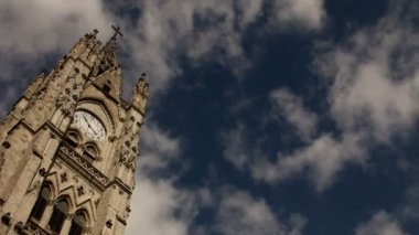 Bell towers of the Basilica of the national vow, Quito — Stock Video