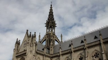 Steeple and lateral side of the Basilica of the national vow, Quito — Stock Video